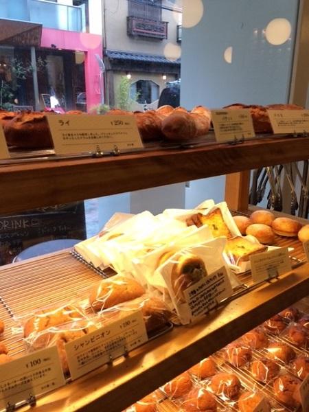 店内にはパンがいっぱい。